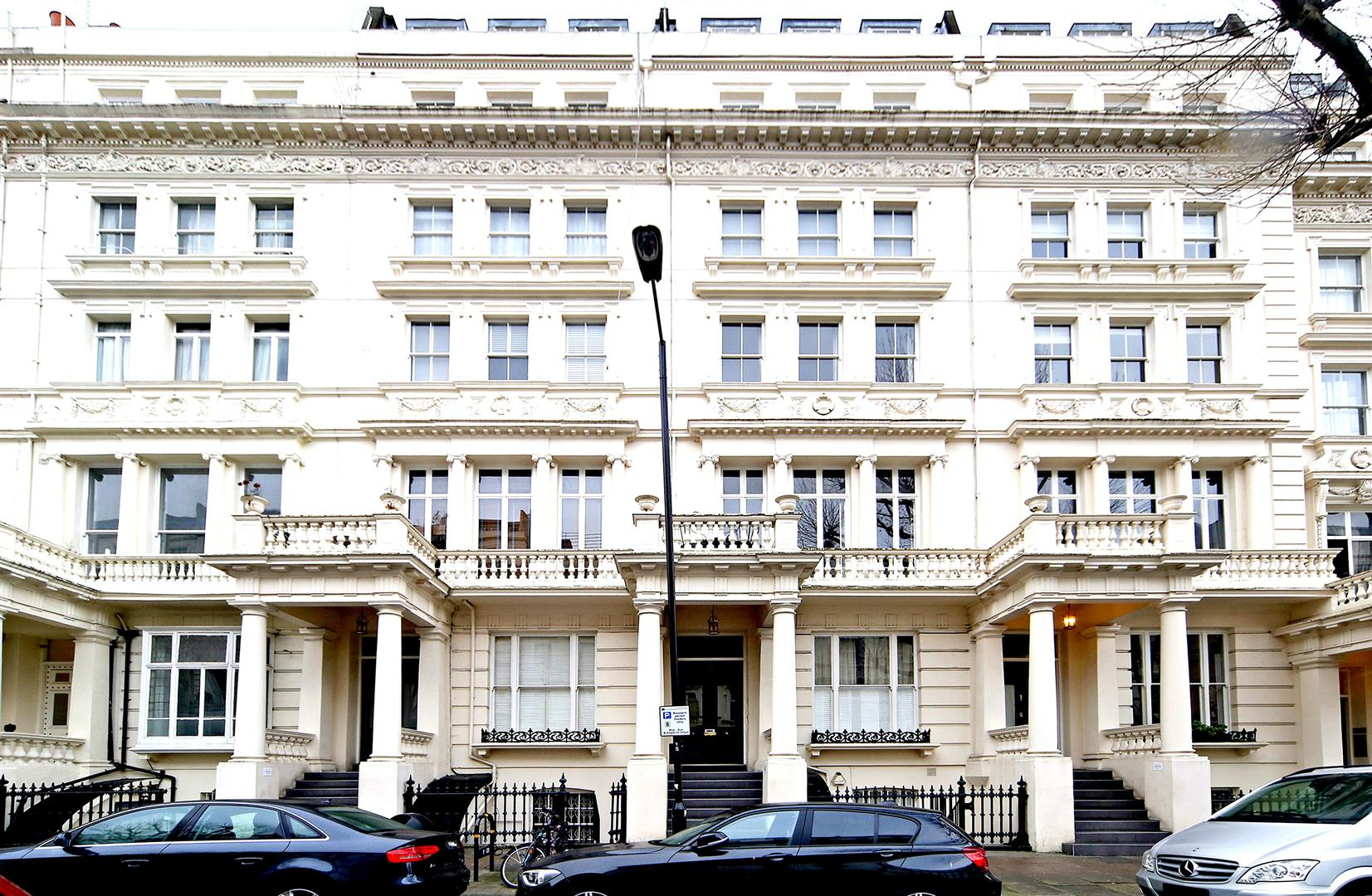 Inverness terrace london w2 2 bed flat w2 3jr for 1 inverness terrace hyde park london w2 3jp
