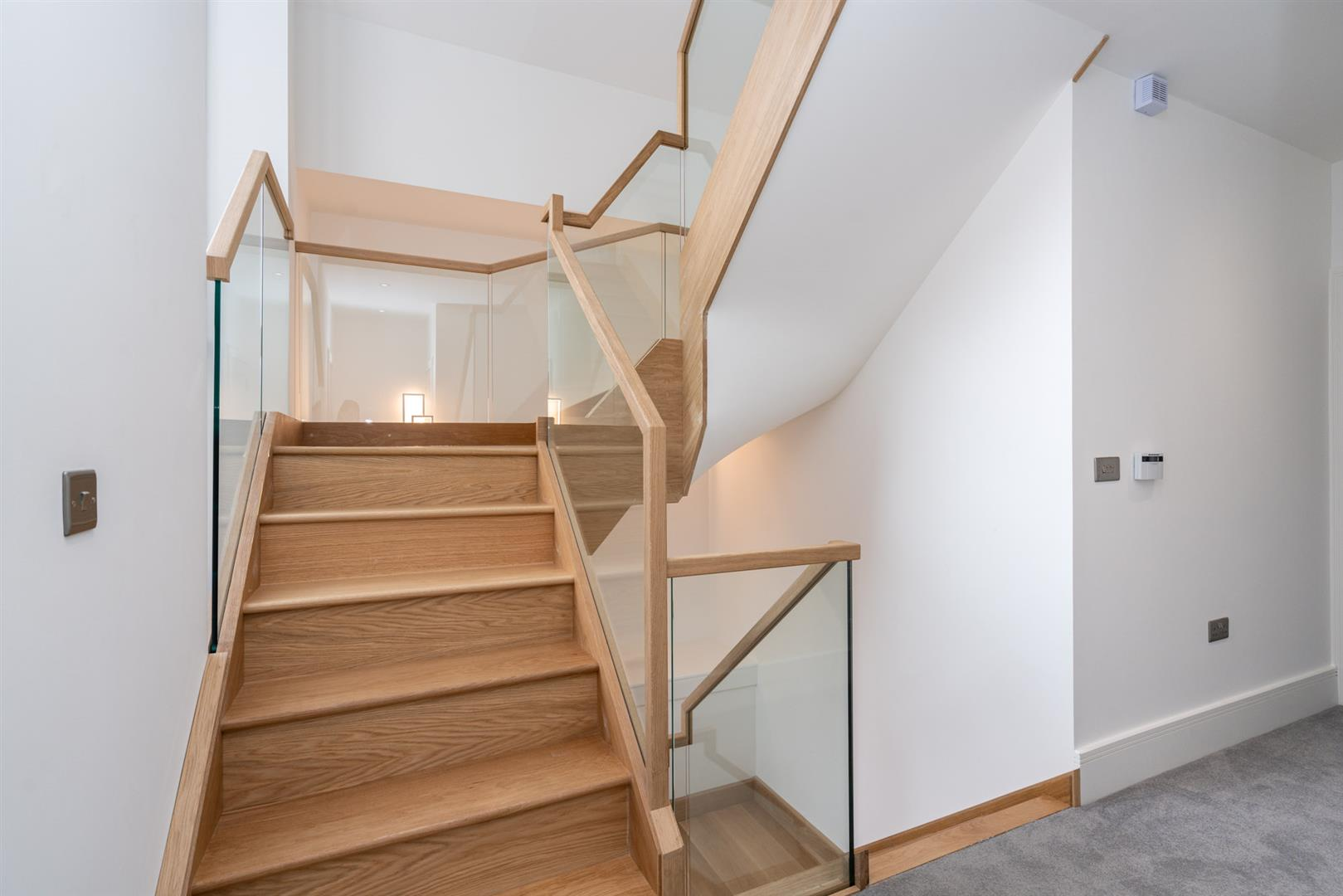Hillcrest-3181 - stair case 2nd floor.jpg