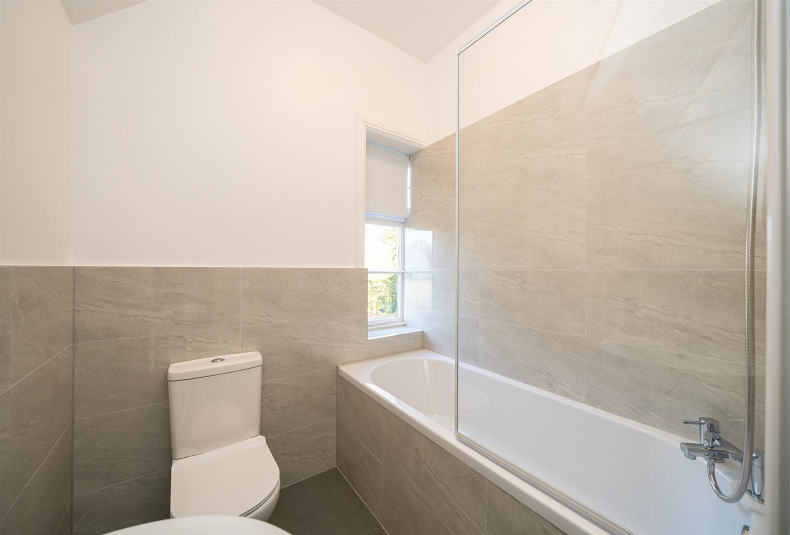Golden-Parsonage-Lodge-8642-  bathroom .jpg