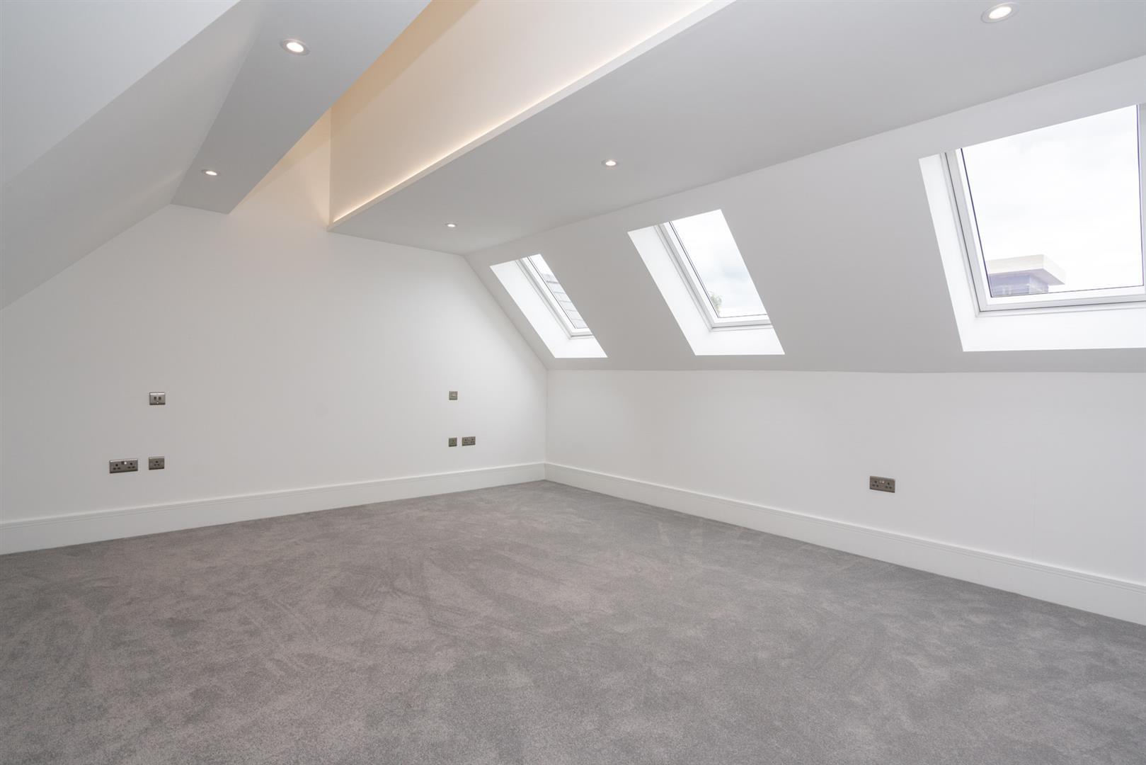 Hillcrest-3214-  top room 1.jpg