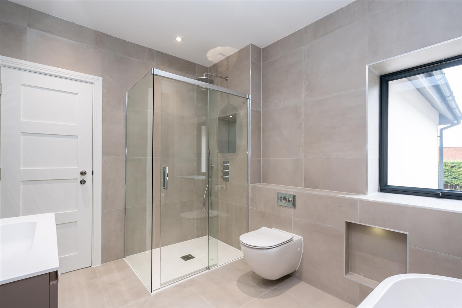 Hillcrest-3185 - bathroom 1.jpg