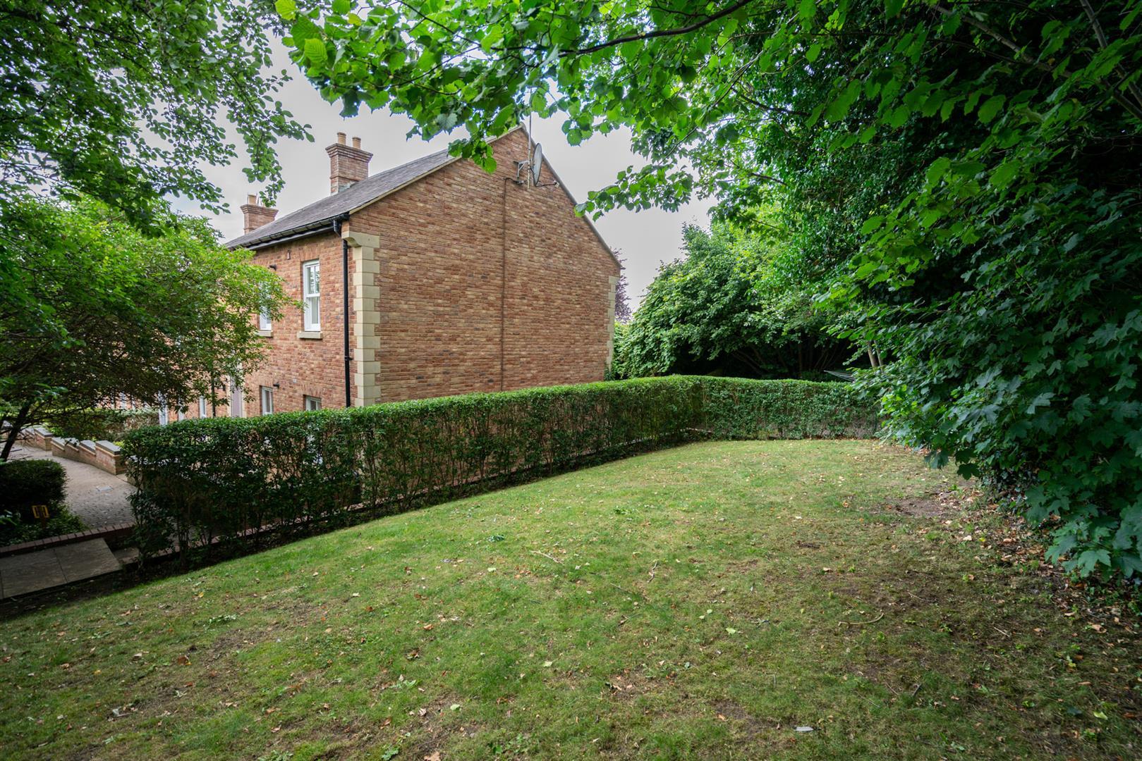 10-Seven-Close-2580-  garden rear 1.jpg