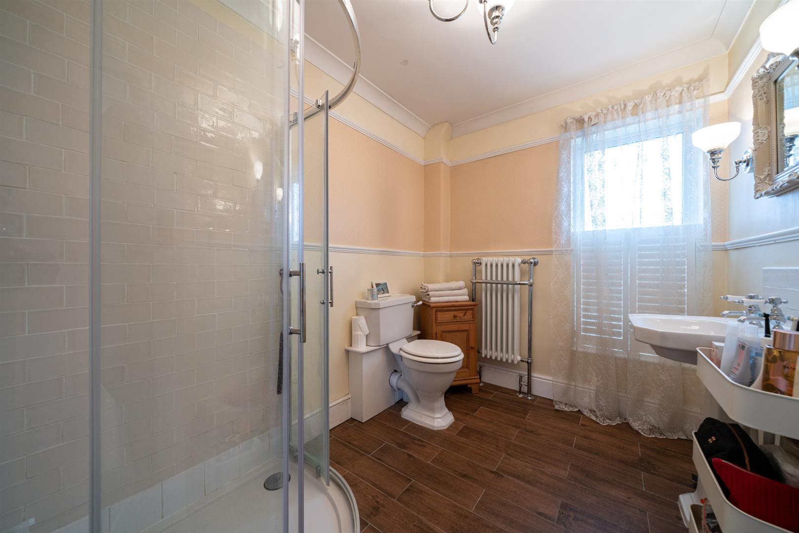 5-Cross-Oak-Road-4603-  bathroom.jpg