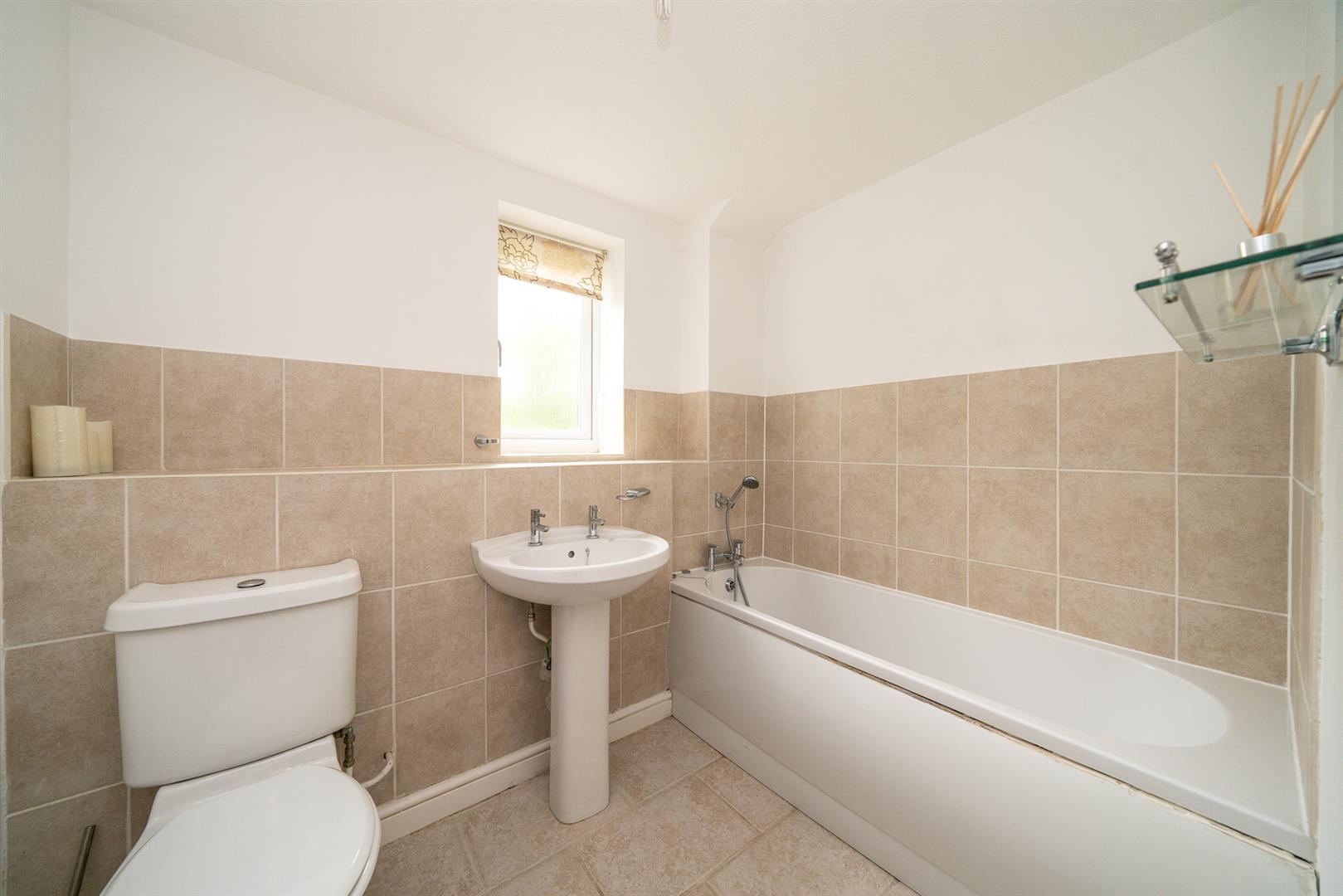 9-Brook-Lane-1004 - bathroom.jpg