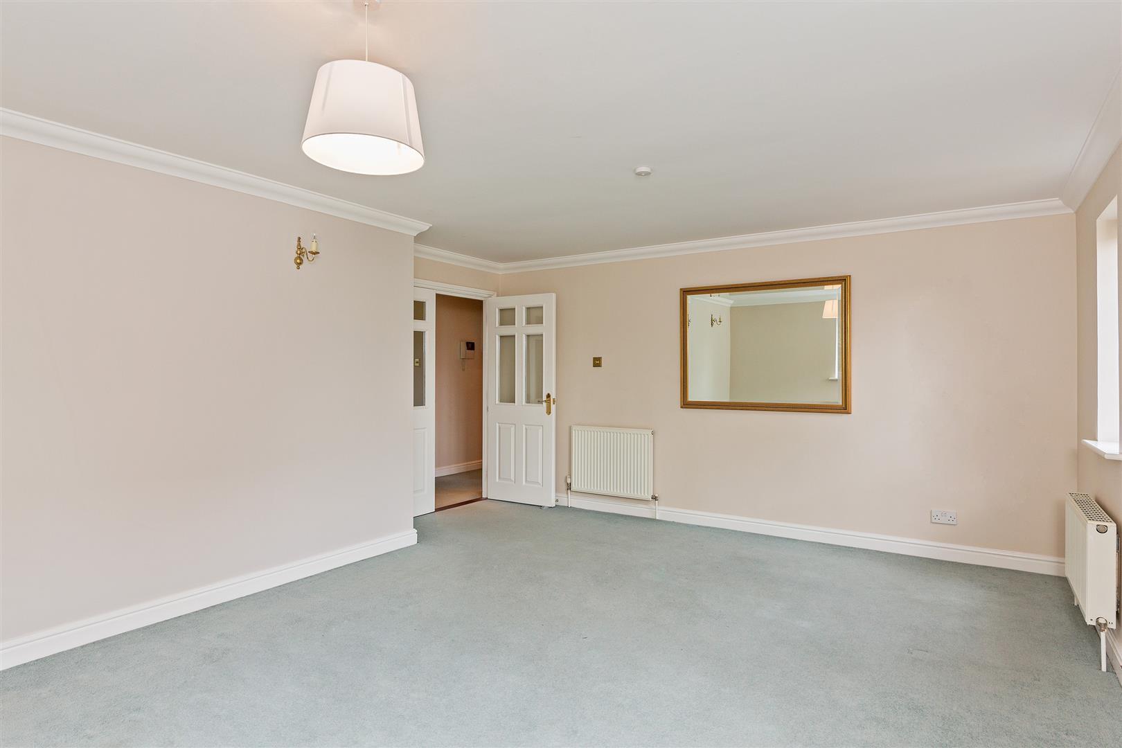 8 Marlborough House  (11)-  living room 1.jpg