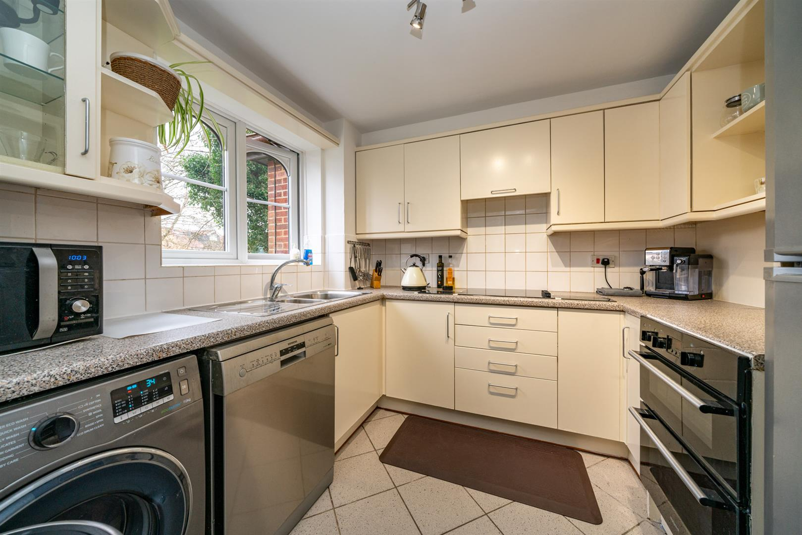 47-Old-Mill-Gardens-4885 - kitchen.jpg