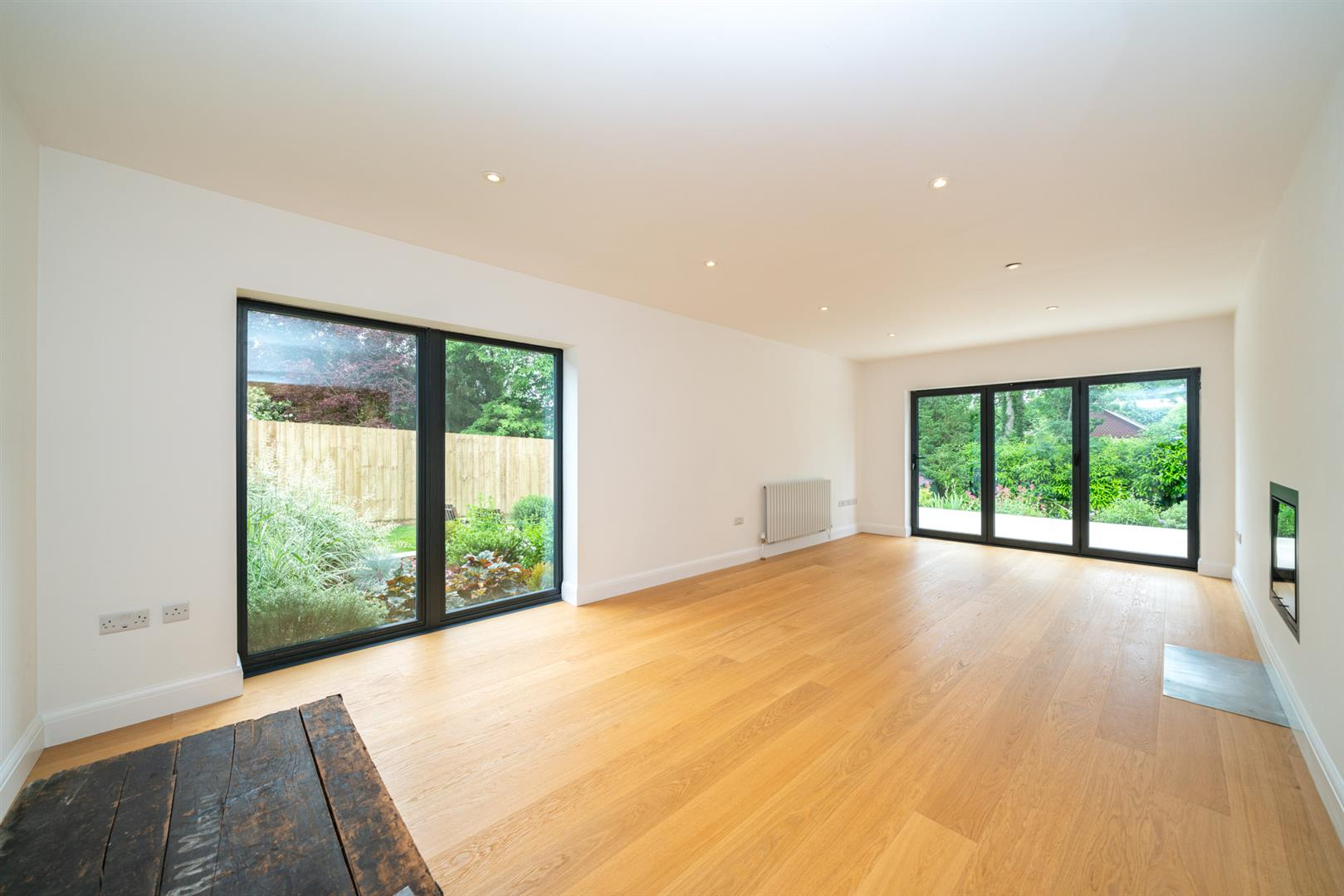 Larchmoor-2991 (1) living room.jpg