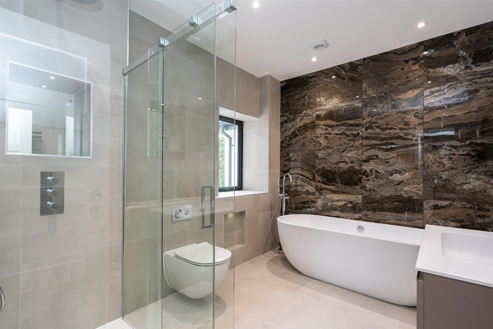 Hillcrest-3183 - bathroom.jpg