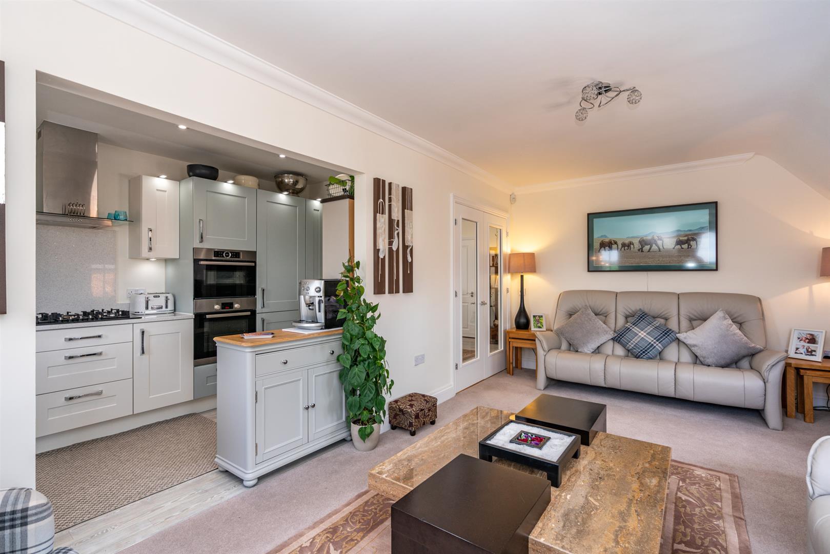 10-Birch-Place-1047-  living kitchen.jpg