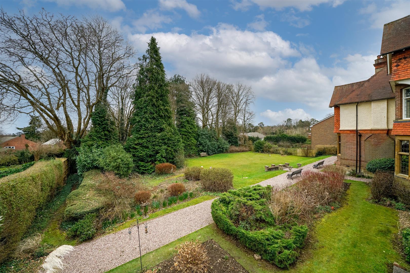 Flat-6-Ruscoe-3 - gardens.jpg