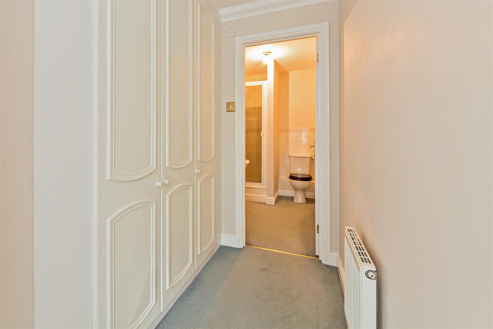 8 Marlborough House  (17) - dressing area.jpg