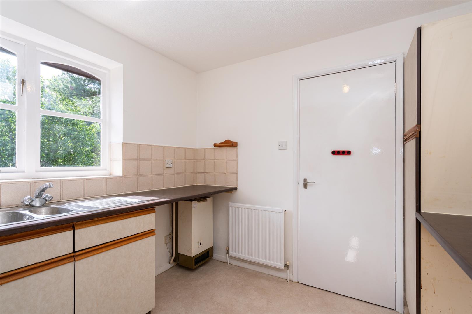37-Old-Mill-Gardens-2062 - kitchen 1.jpg
