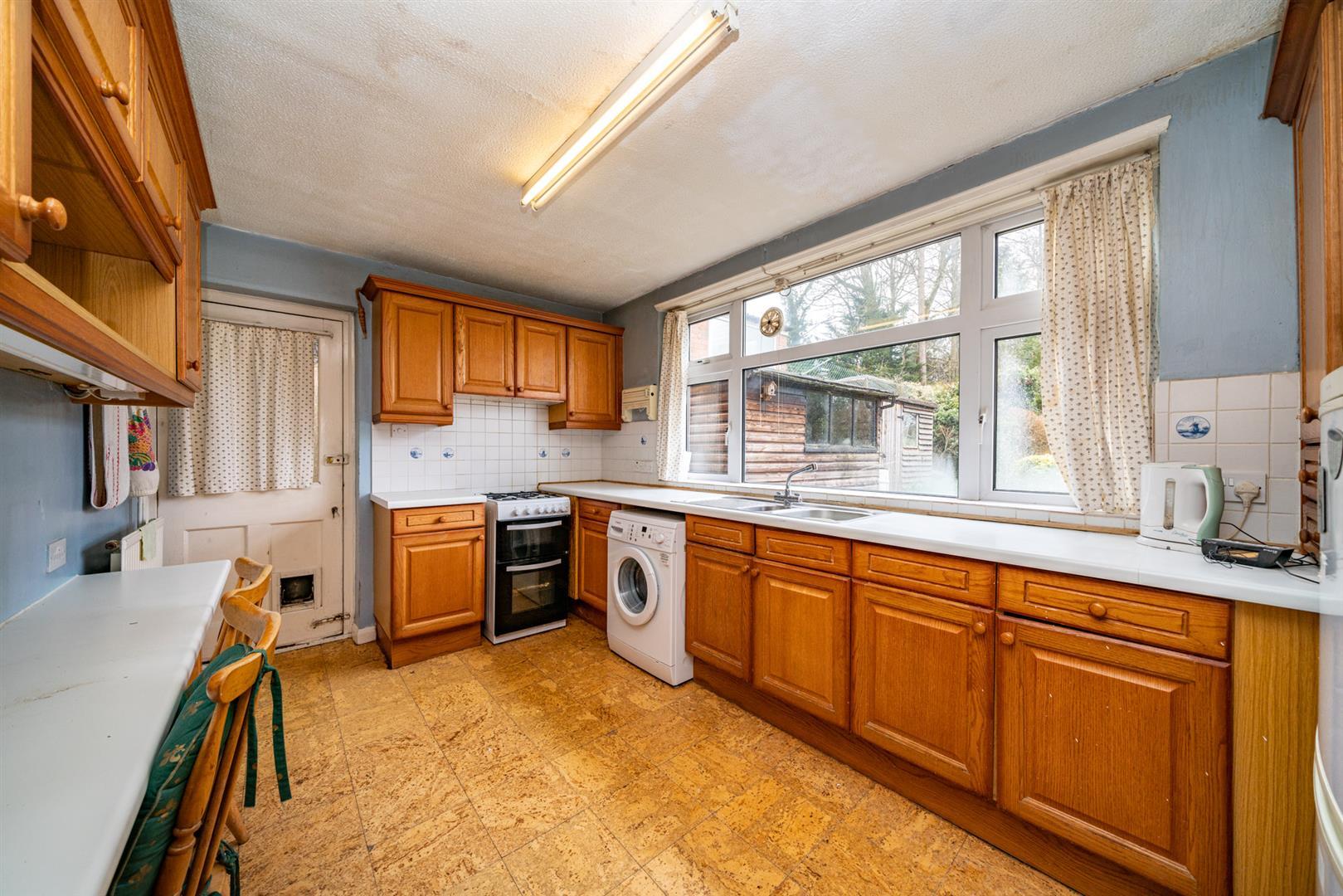 32-Cedar-Road-4270 - kitchen.jpg