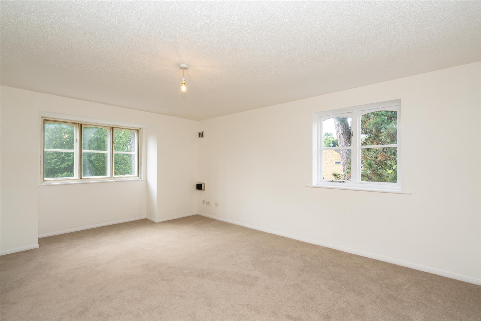 37-Old-Mill-Gardens-2050- living room.jpg