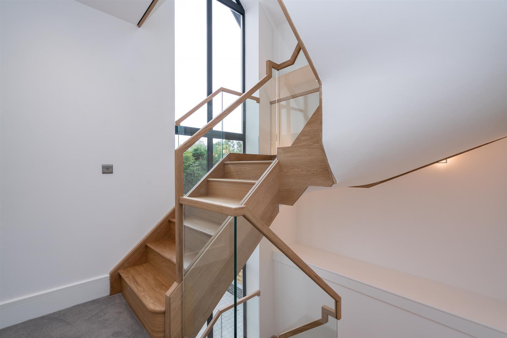 Hillcrest-3164 - 1st floor staircase.jpg