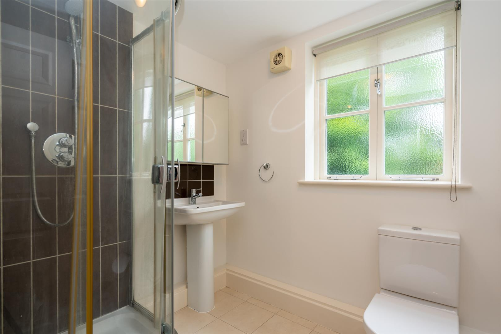 10-Seven-Close-2540-  bathroom.jpg