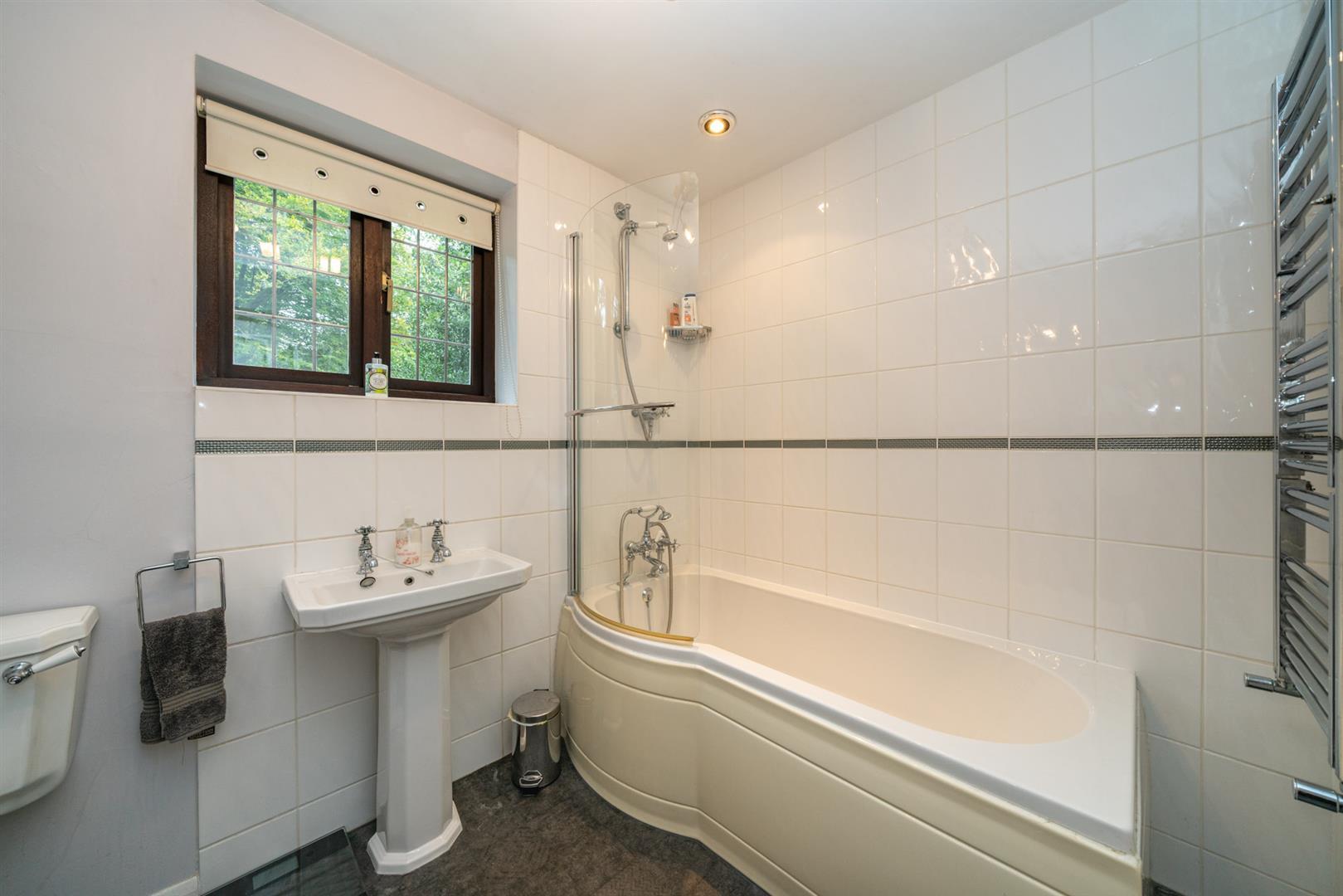 Boundary-Edge-6045- bathroom.jpg