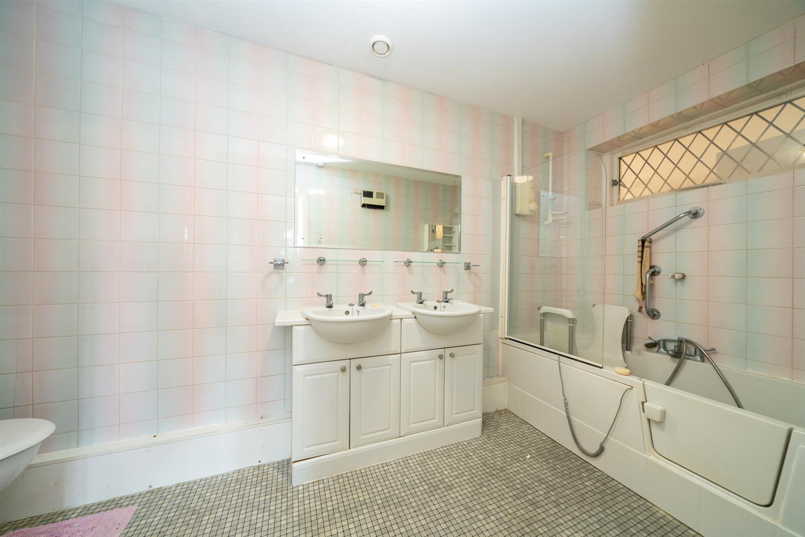 Old-Cottage-Paddock-7498 - bathroom.jpg