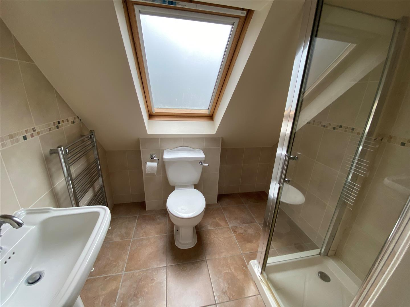up stairs shower room.jpg