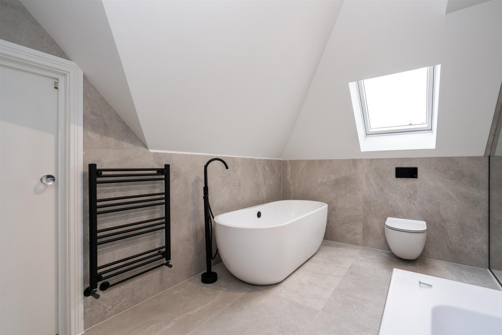 Hillcrest-3198 - bathroom top floor.jpg