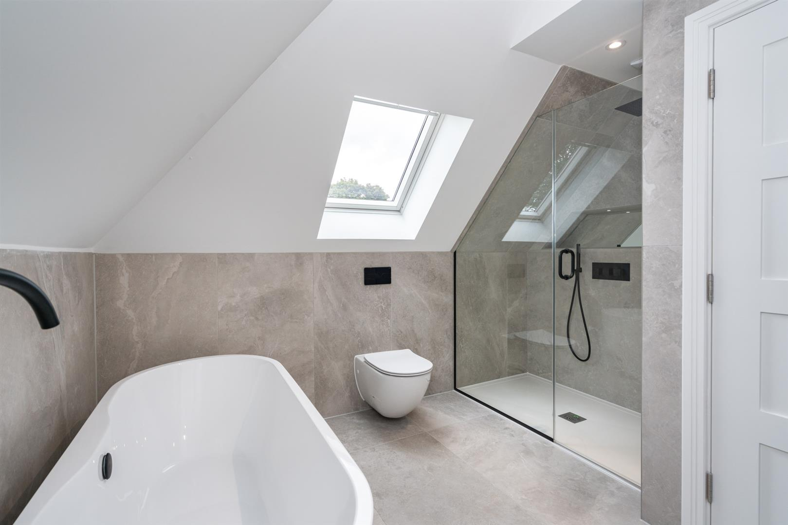 Hillcrest-3202- bathroom top room 1.jpg