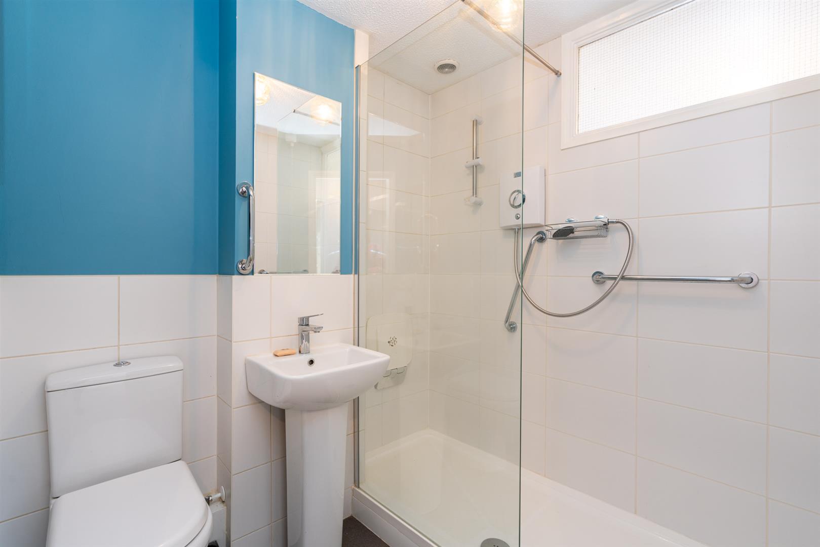 37-Old-Mill-Gardens-2039 - bathroom.jpg