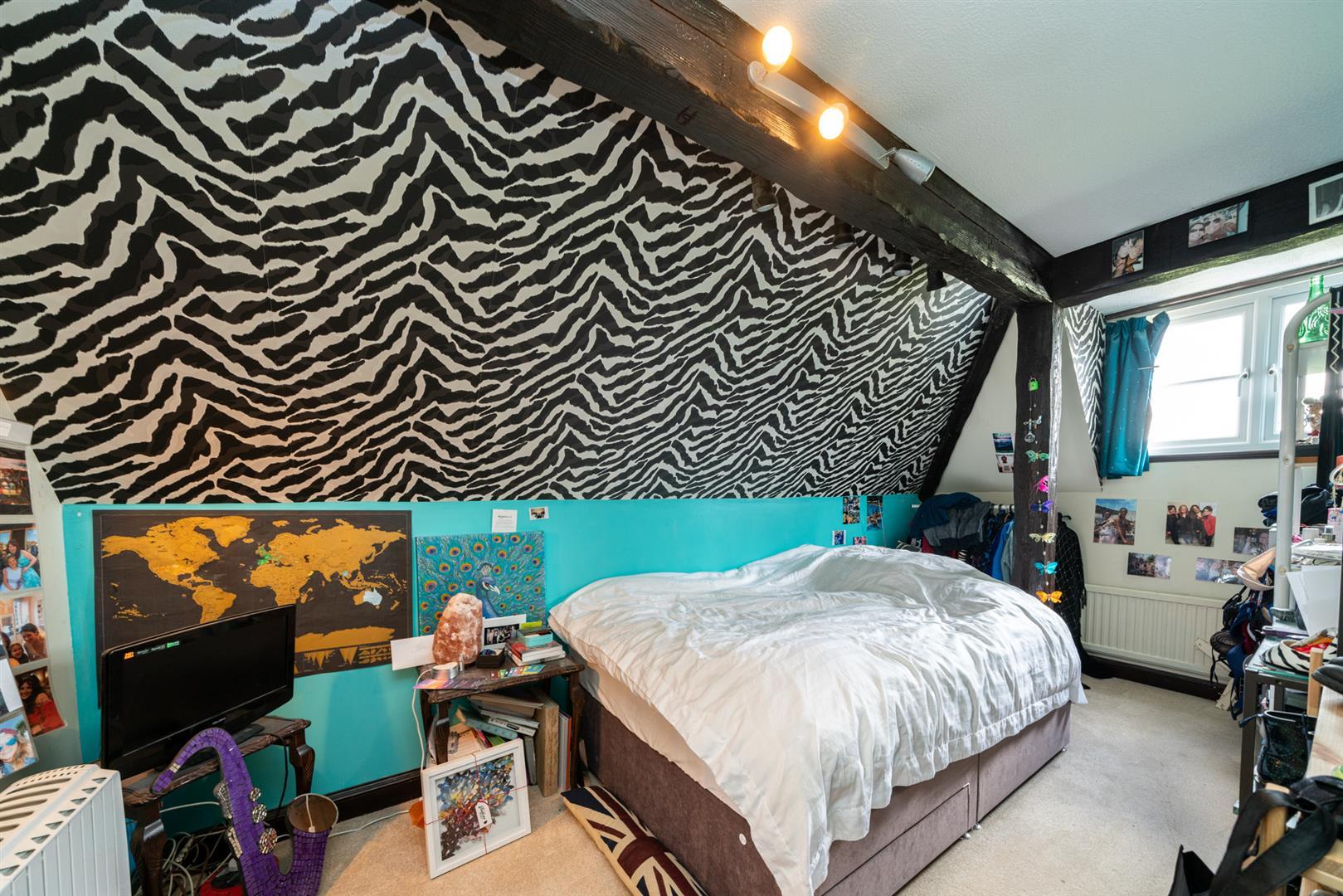 Woodlands-bedroom 3.jpg