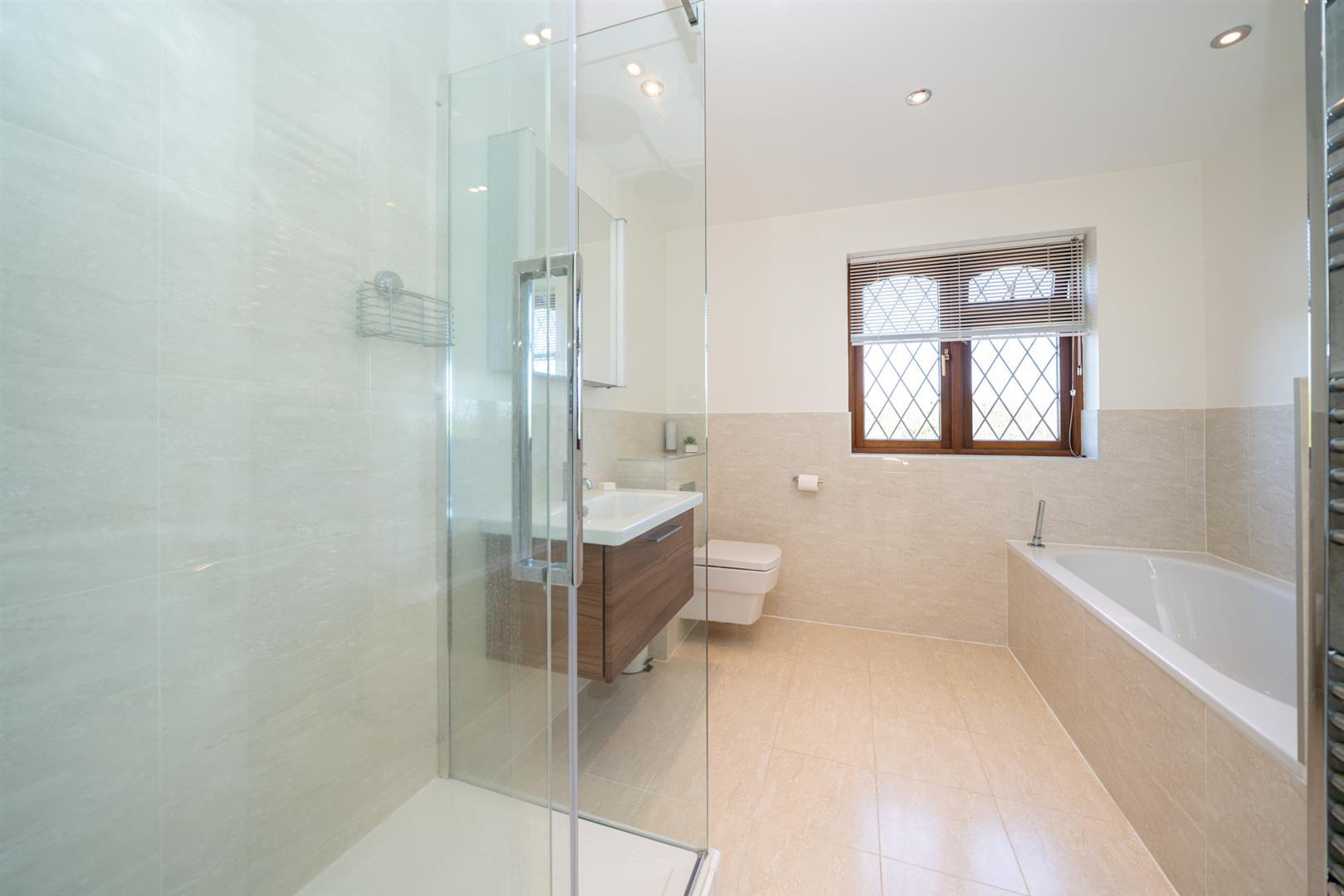 14-Larch-Rise-5387 - bathroom.jpg
