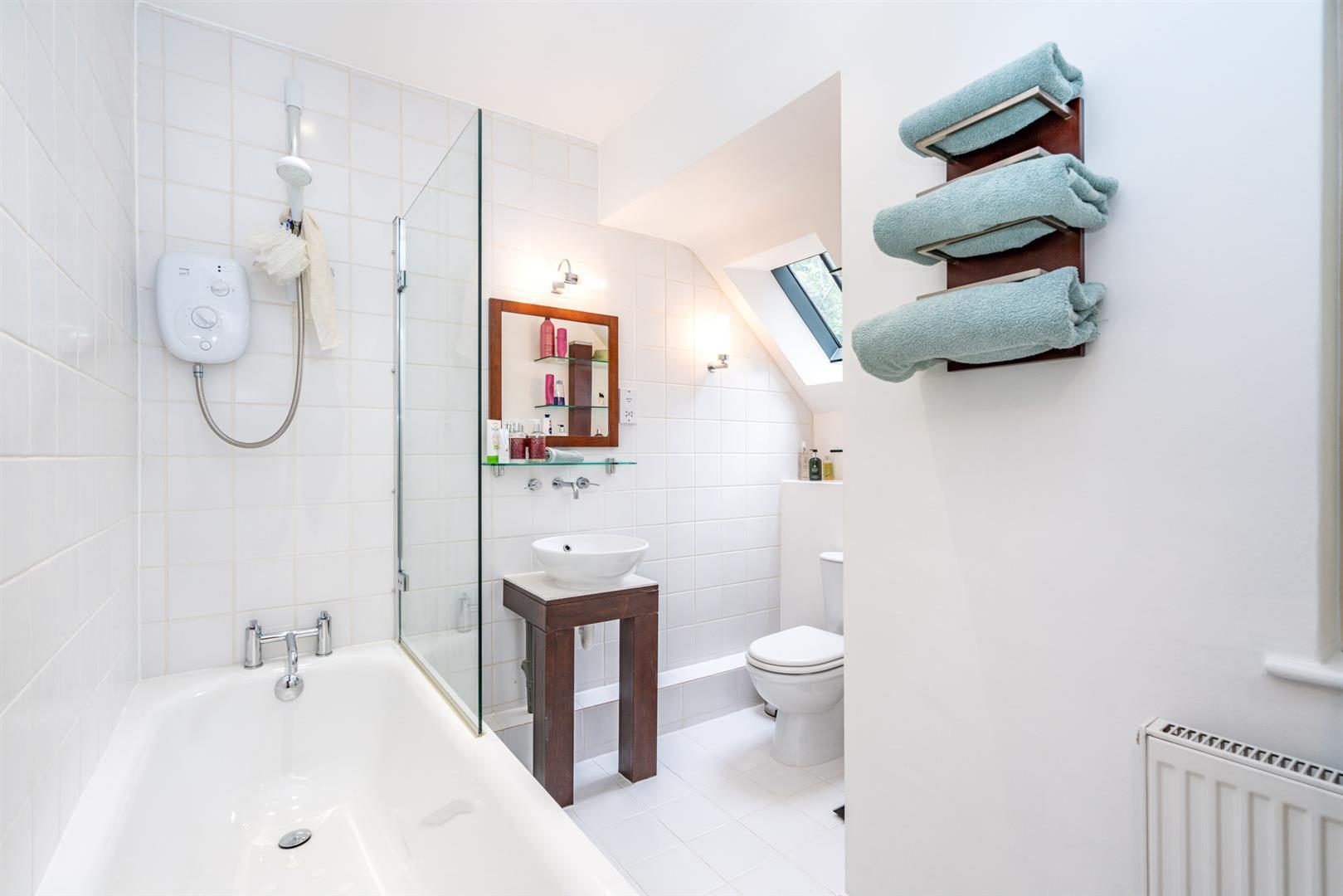 14-Chesham-Road-1391 - bathroom.jpg