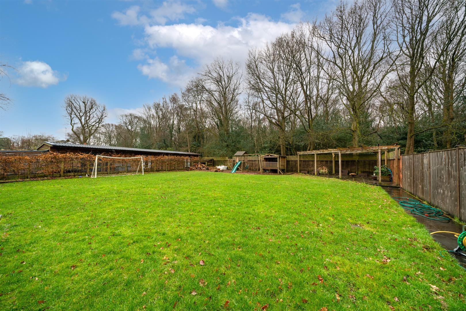 15-Hedgeside-4 - garden.jpg