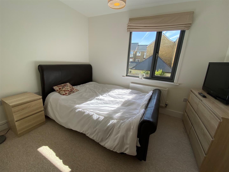 bed 2.jpg