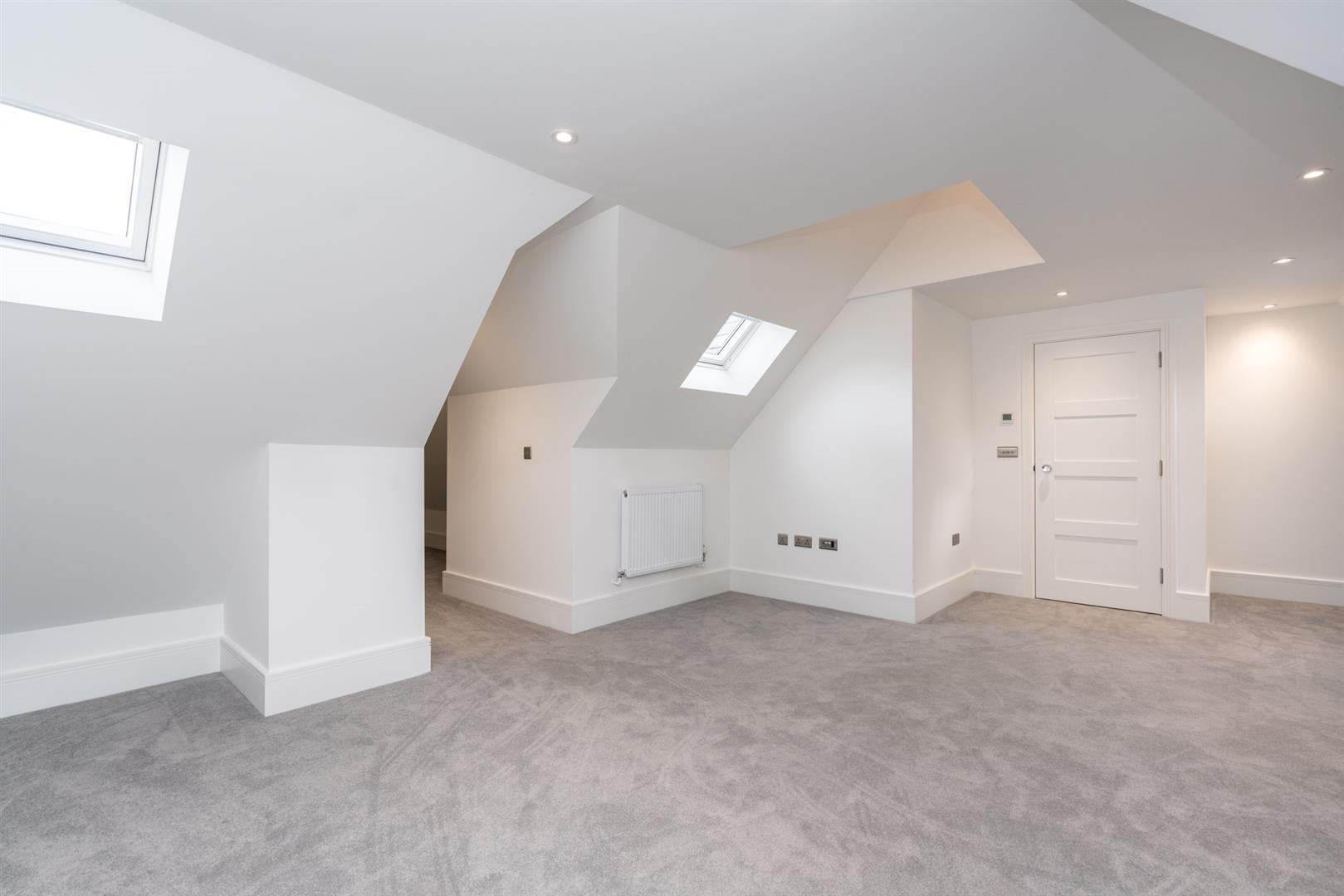 Bramley-3325 - top room 1.jpg