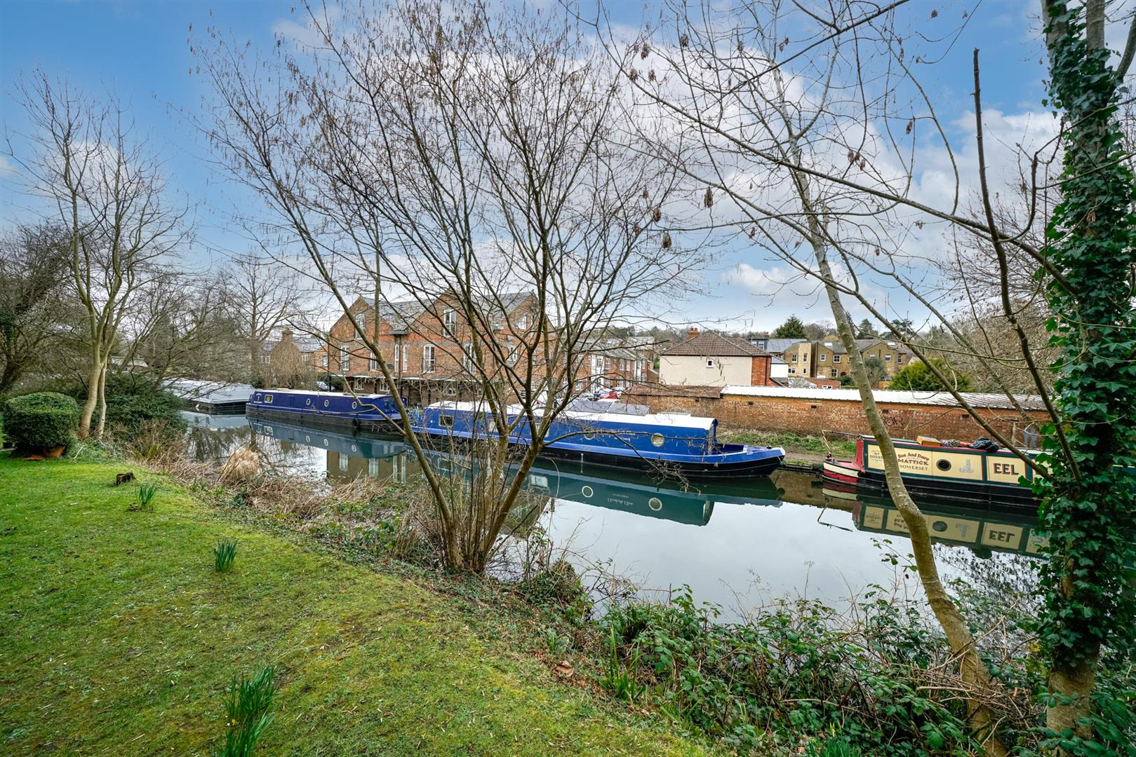 47-Old-Mill-Gardens-2 - canal views.jpg