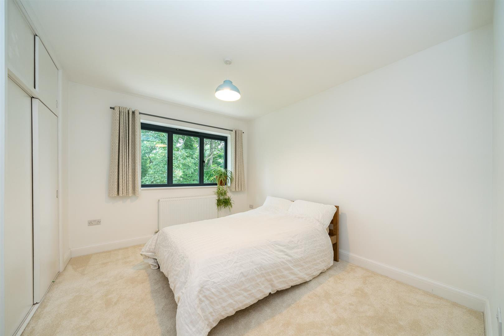 Larchmoor-2918-  bed 3.jpg
