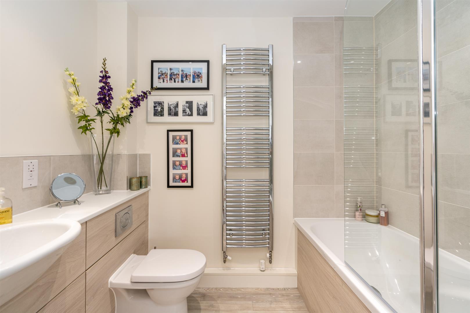 10-Birch-Place-1009- bathroom.jpg