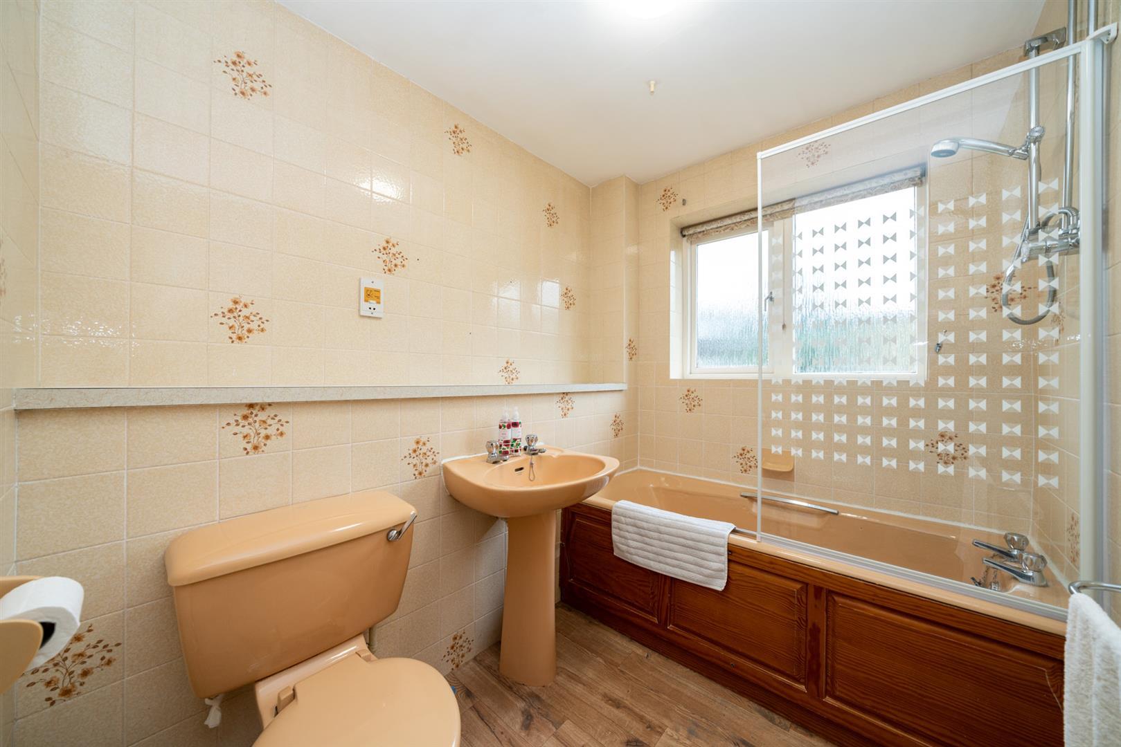 6-Rosehill-4084 - bathroom.jpg