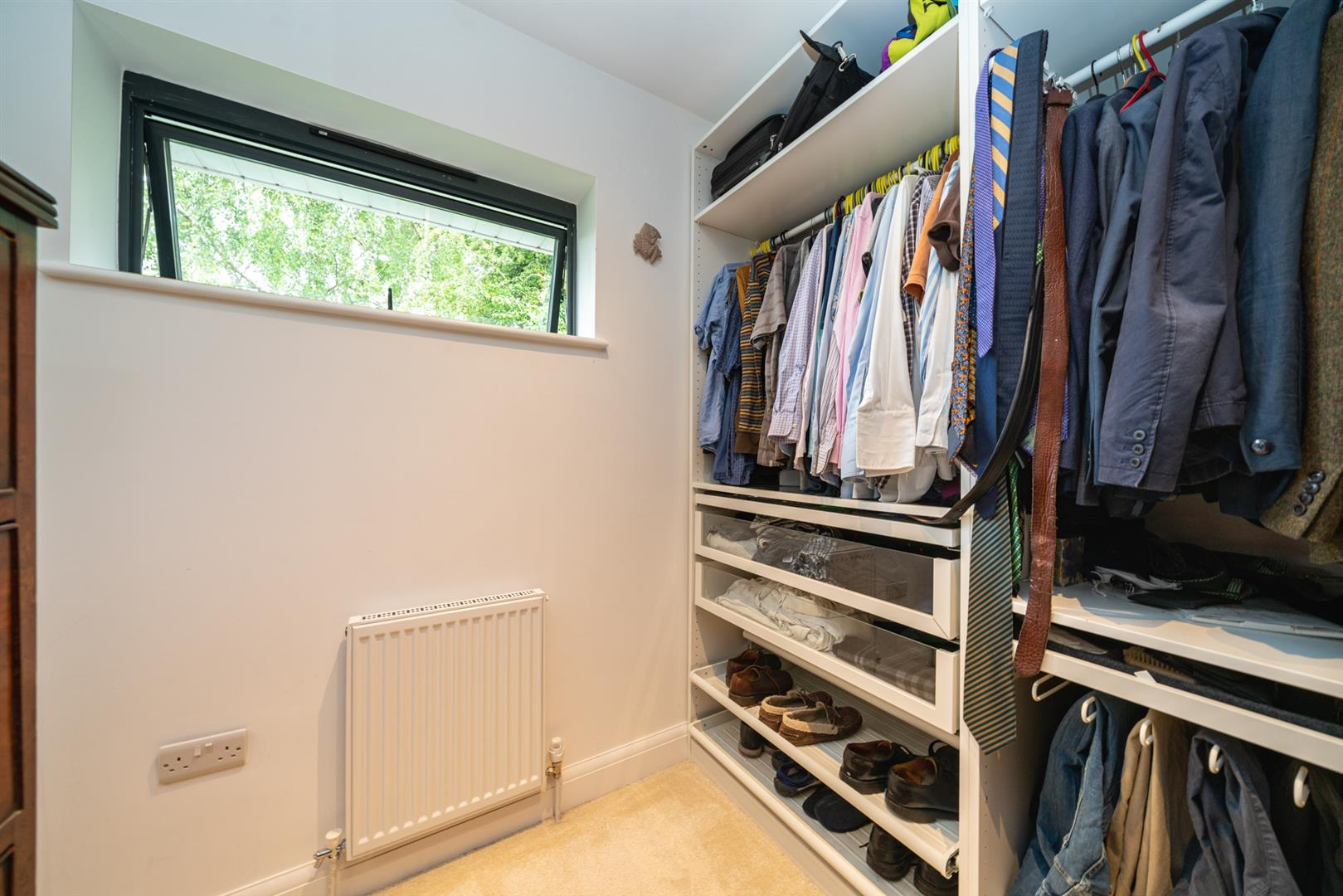 Larchmoor-2929-  dressing area.jpg