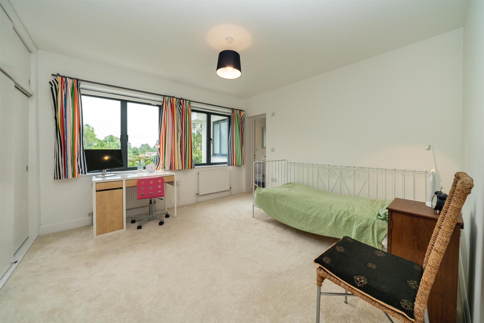 Larchmoor-2921-  bed 2.jpg