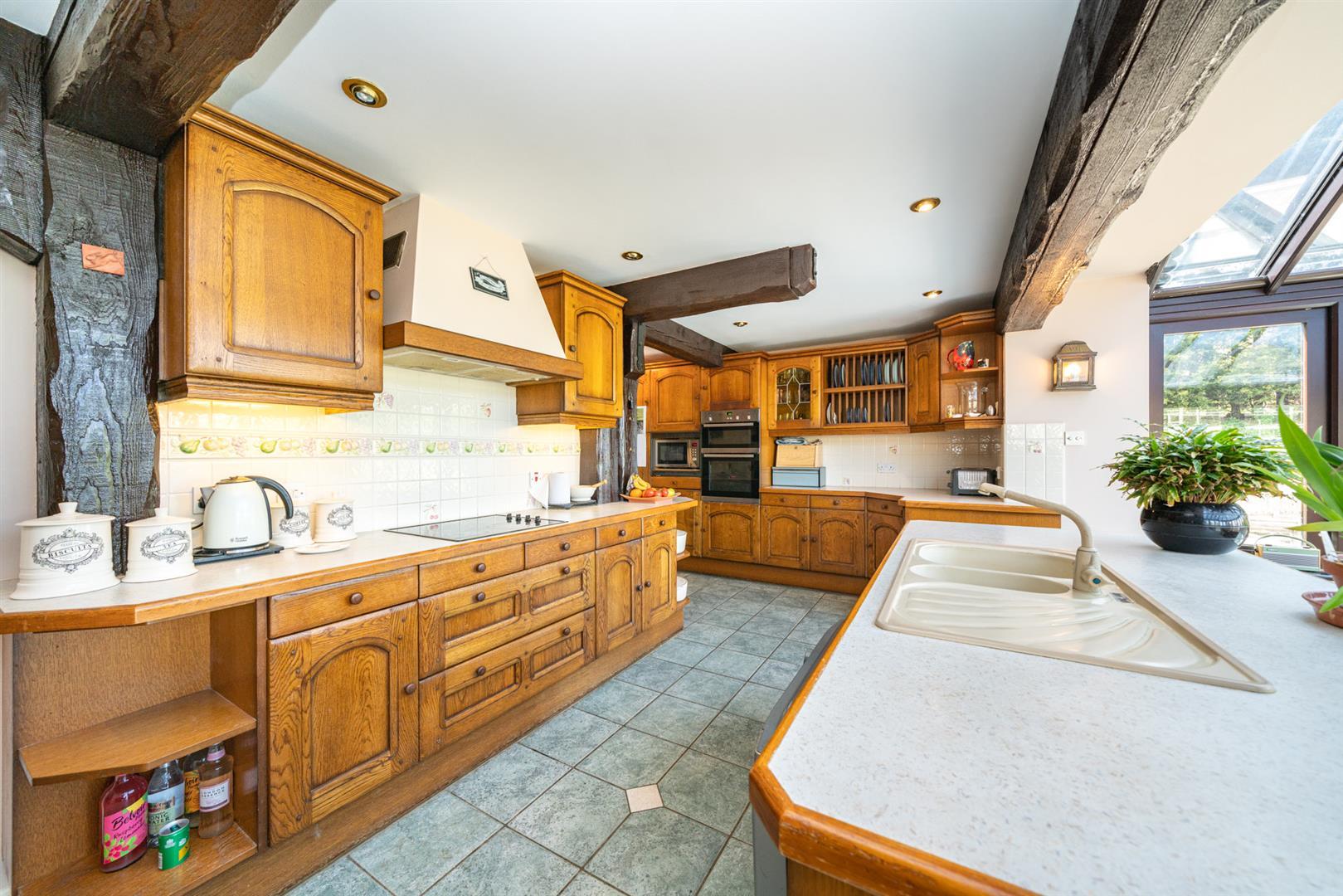 Woodlands-Kitchen 4.jpg