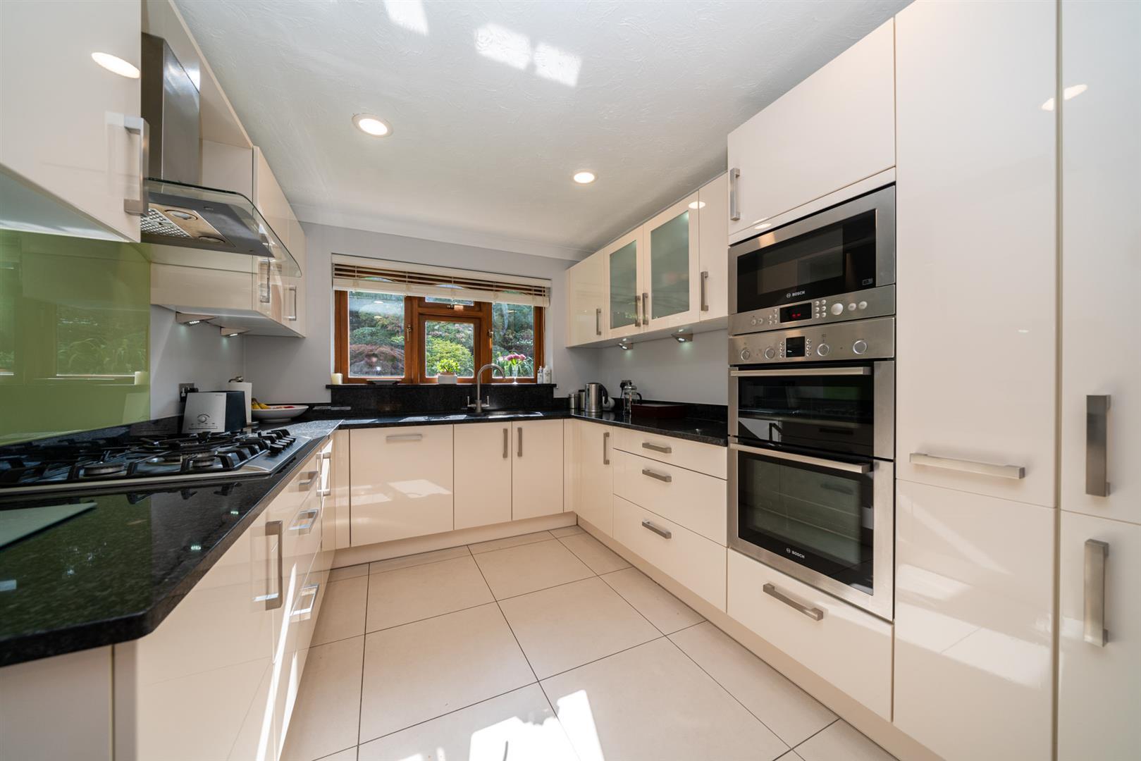 14-Larch-Rise-5404 - kitchen.jpg