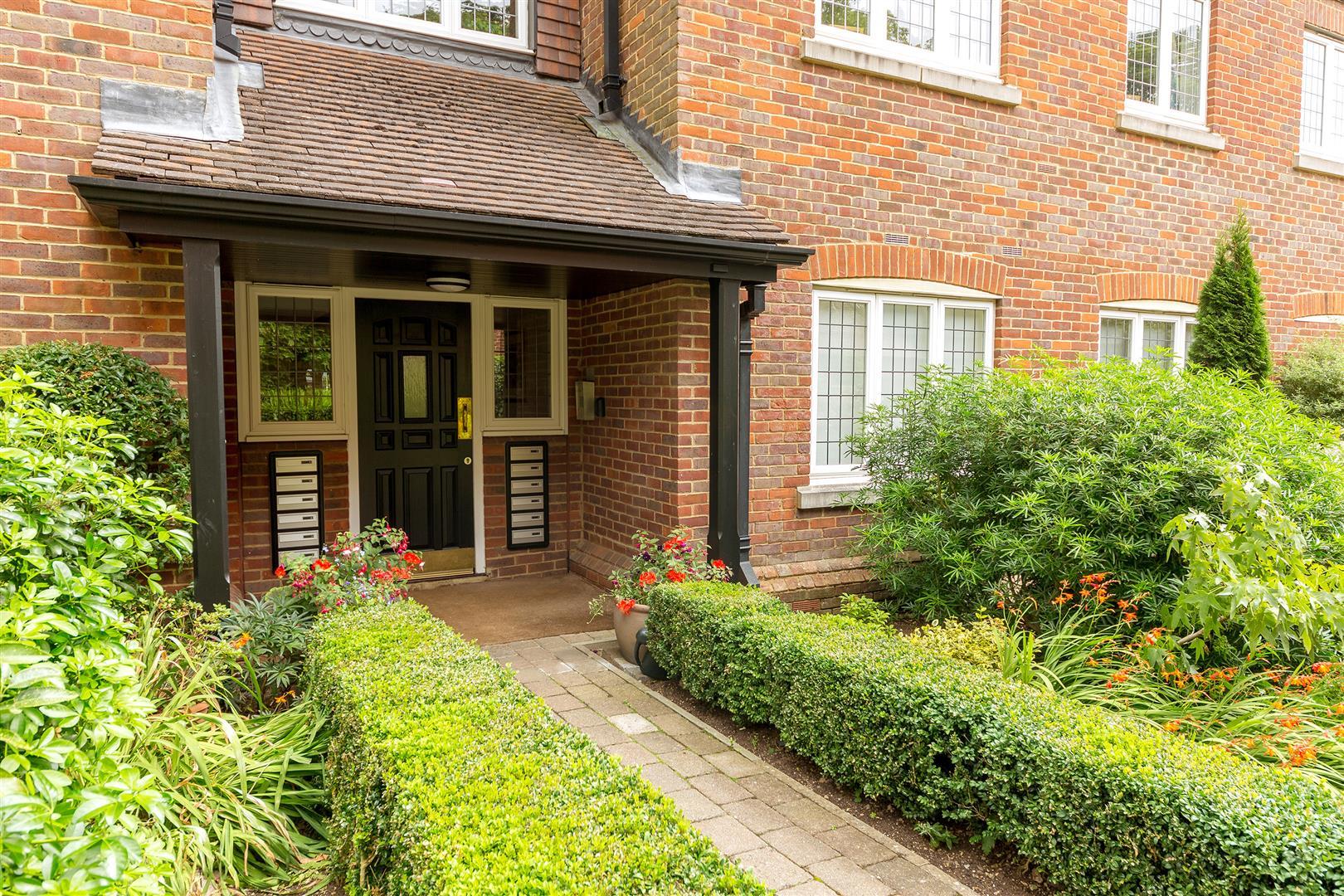 8 Marlborough House  (32)-  comm door.jpg