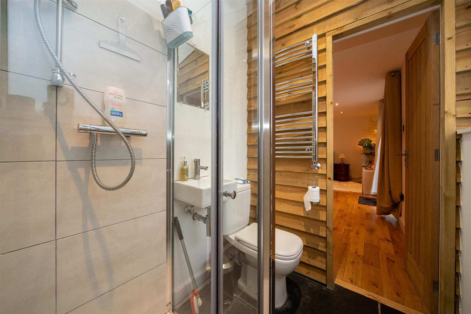 15-Hedgeside-6034 - guest ensuite shower.jpg