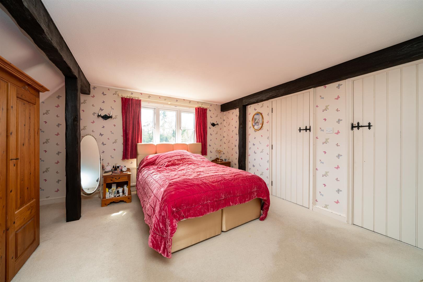 Woodlands-bedroom 2.jpg