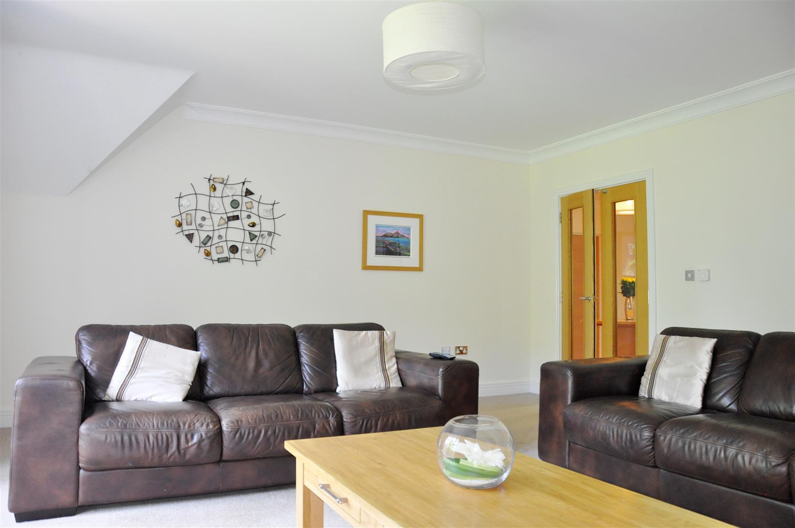 Living Room(2).jpg