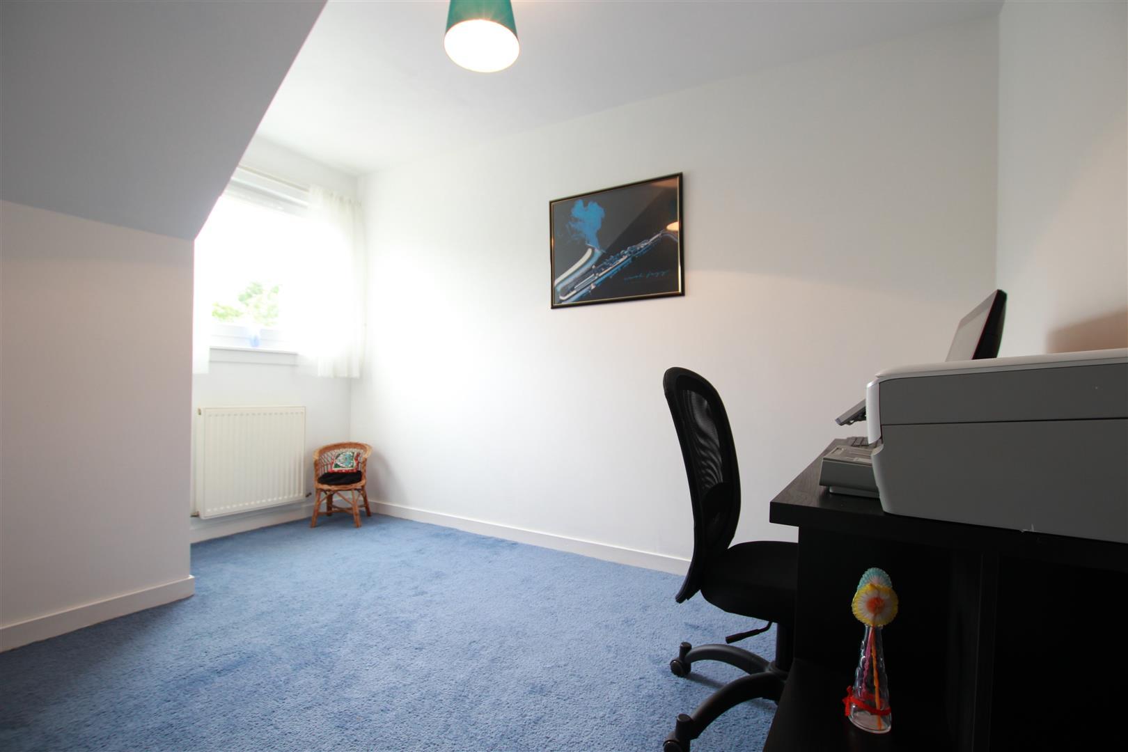 Bedroom5 / Office