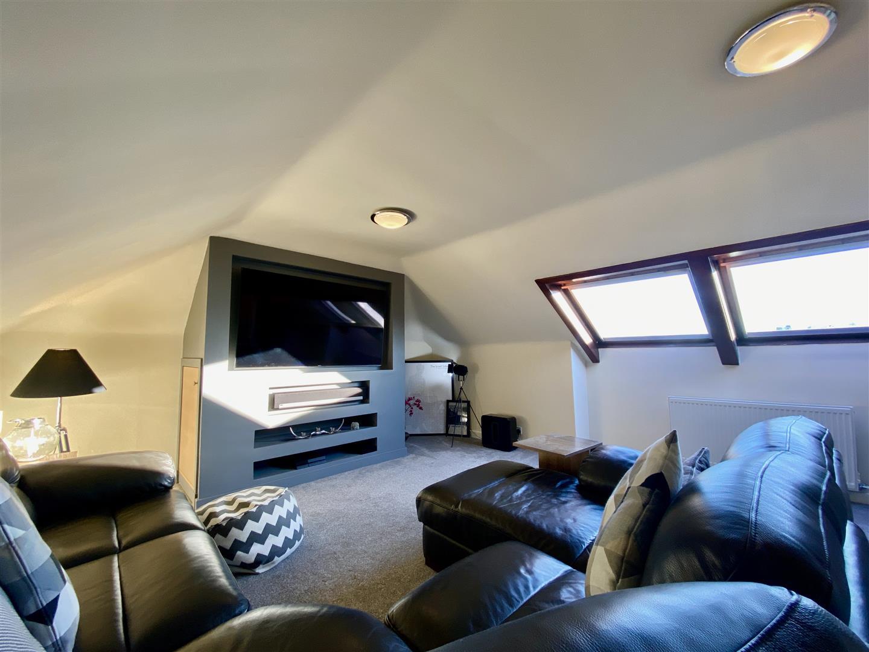 bedroom/TV room