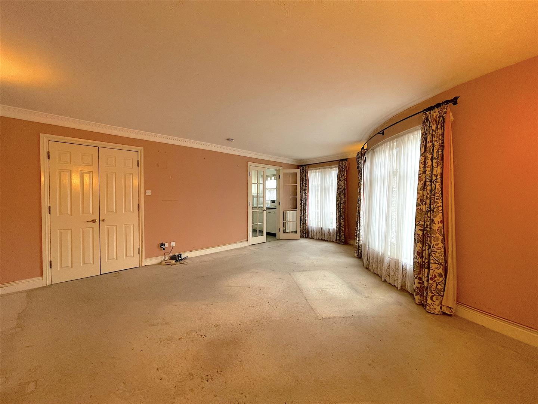 Living Area (1).jpeg