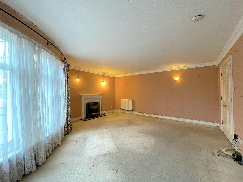 Living Area (2).jpeg