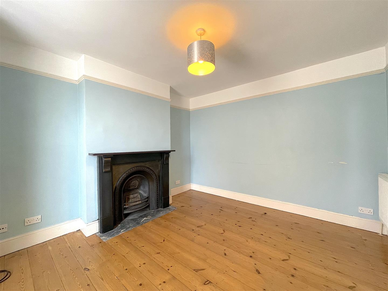 Living Room (3).jpeg