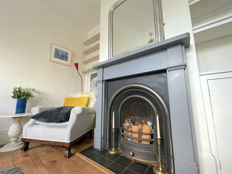 Living Room (4).jpeg